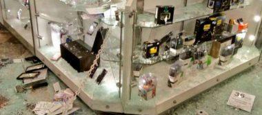 Roban celulares, consolas y hasta chocolates en asalto a Sanborns de San Jerónimo