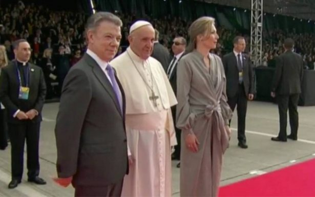 Papa Francisco llega a Colombia