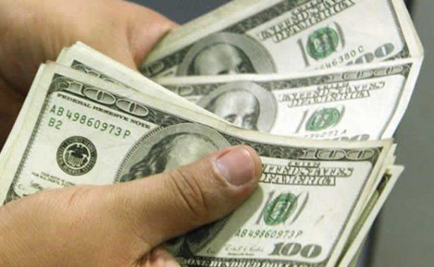 Promedia dólar en 19.10 pesos en el aeropuerto capitalino
