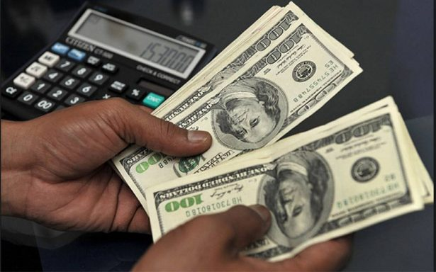 Promedia dólar en 18.65 pesos a la venta en el aeropuerto capitalino