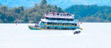 [Video] Embarcación se hunde con 150 turistas en represa de Colombia