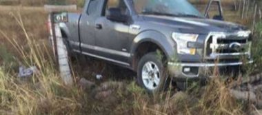 Abandonan tres cuerpos en camioneta con placas de EU en Campo Menonita