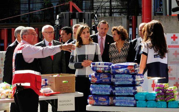 Reina Letizia de España se solidariza con México: visita la Cruz Roja