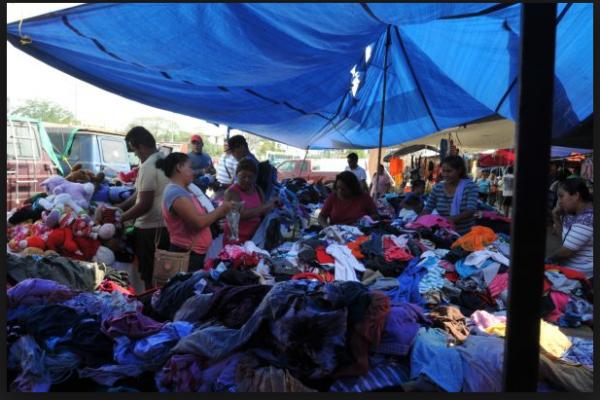 """Imparable la venta de ropa usada """"en pacas"""""""