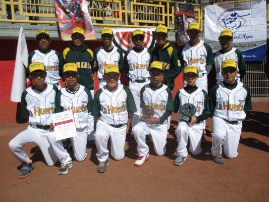 Abejorros y la Huerta dividen triunfos en beisbol de la Liga Pequeña