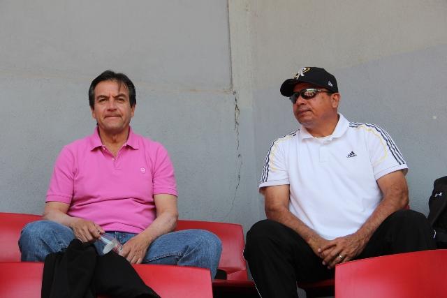 EL PRESIDENTE Ejecutivo de Rieleros, Armando Medina González y su gerente José Luis García  Rivas, no descansan, quieren al equipo en los playoffs.