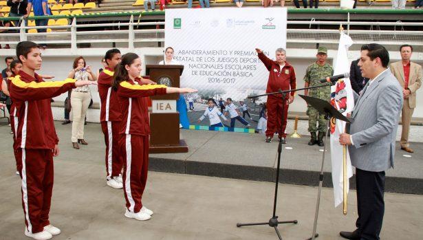 Abanderan a la delegación local para los Juegos Deportivos Nacionales Escolares