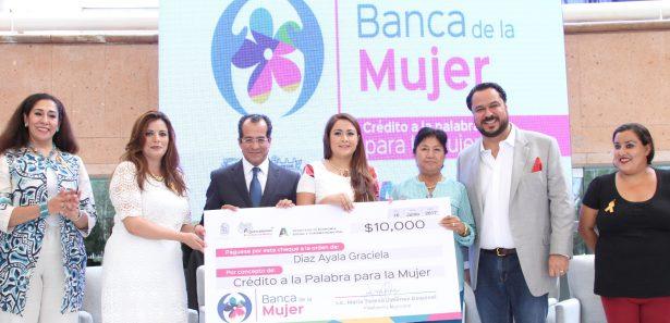 La Alcaldesa entregó créditos a 600 mujeres aguascalentenses