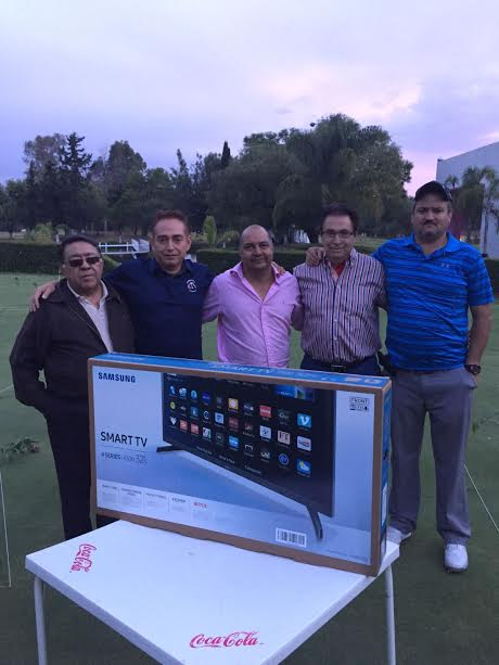 PREMIARON a ganadores del torneo del putt de golf del Club Pulgas Pandas.