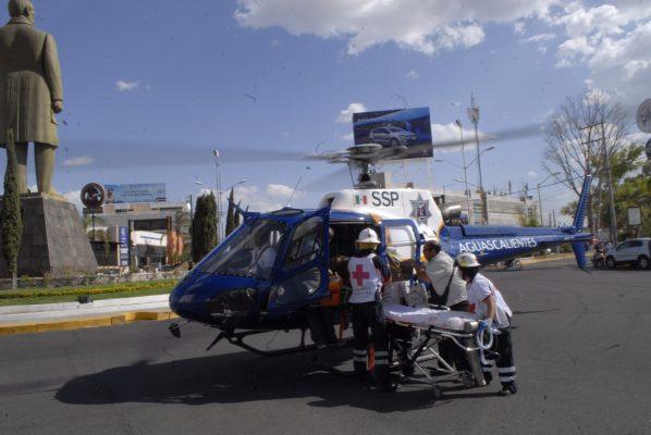 Volcadura de camioneta deja saldo de seis heridos