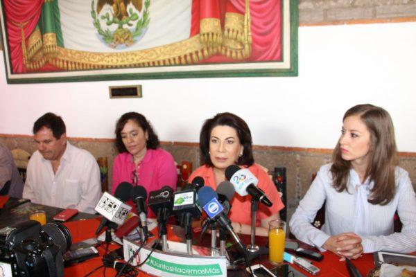 """Reaparece en Aguascalientes Lorena Martínez e inicia en la entidad el movimiento """"Como sí"""""""