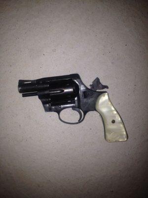 Encuentran arma de fuego en tienda Office Depot