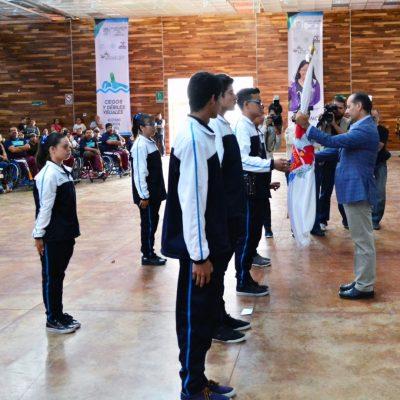 EL GOBERNADOR Martin Orozco Sandoval abanderó la delegación que va a la Paralimpiada Nacional.