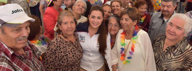 Tere Jiménez se reunió con 4 mil 500 adultos mayores