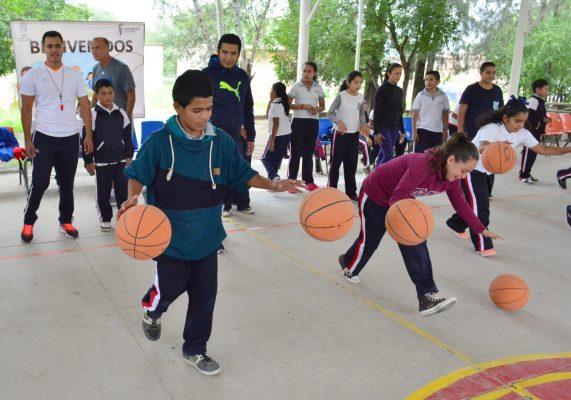 Primera semana de la clínica de basquetbol, concluye en El Llano