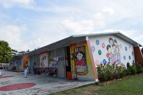 Inició la entrega del recurso del Gobierno del estado para el mantenimiento de las escuelas