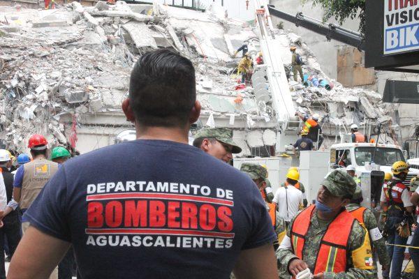 Heroica labor de rescatistas de Protección  Civil del municipio en la Ciudad de México