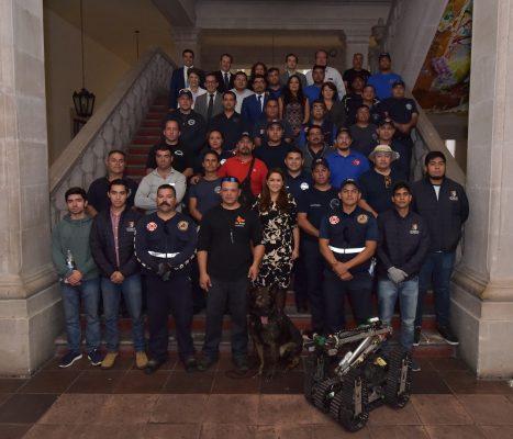 Alcaldesa recibe a rescatistas que auxiliaron en la Ciudad de México