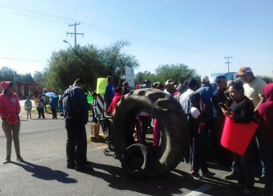 Habitantes de Jaltomte bloquean carretera a Loreto