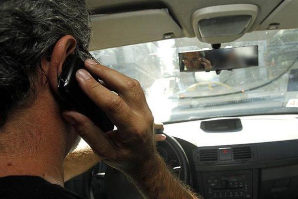Aumentan percances viales  por uso de aparatos móviles
