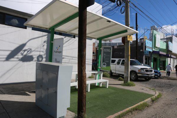 Se analiza la instalación de paradas de autobuses modernas en el centro