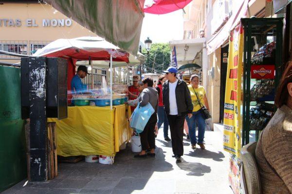 La calle Juárez refugio de ambulantes y semifijos