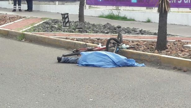 Fallece ciclista arrollado por una camioneta