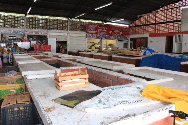 Claudia Avila : Comerciantes le hacen el  feo al mercado Gómez Farías