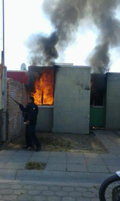 Incendio devasta casa por completo