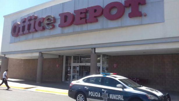 Intensa movilización en Office Depot por arma de fuego