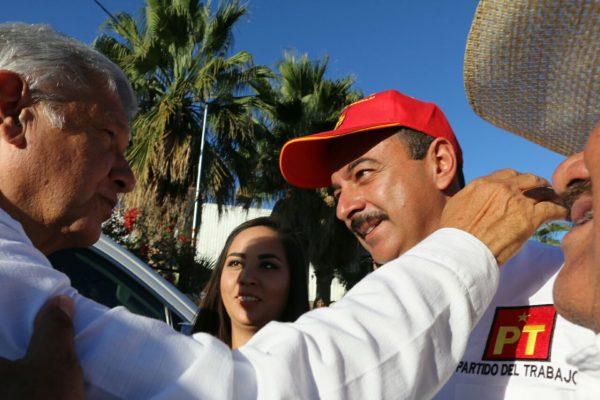 AMLO brinda públicamente su respaldo a Héctor Quiroz