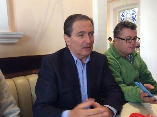 Reaparece públicamente Luis Armando Reynoso
