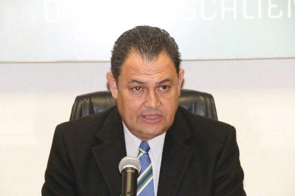 Pide licencia Jaime González