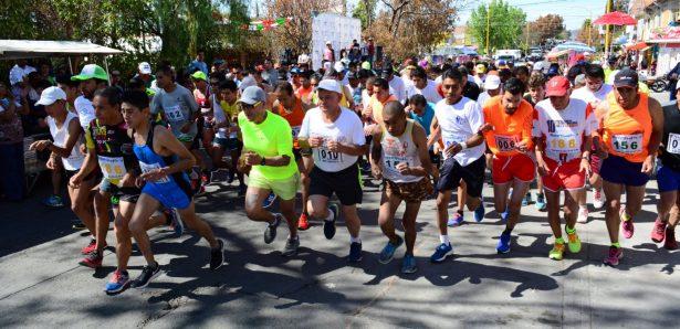 Fernando Cano y Erika Perales vencedores de carrera en honor a San Felipe