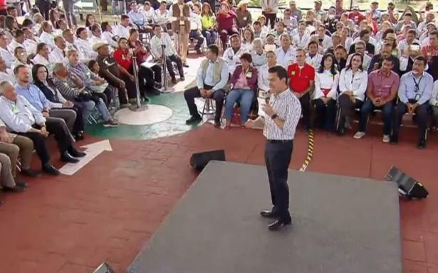 """EPN responde a críticas sobre reconstrucción; """"no hemos dejado a las comunidades solas"""", dice"""