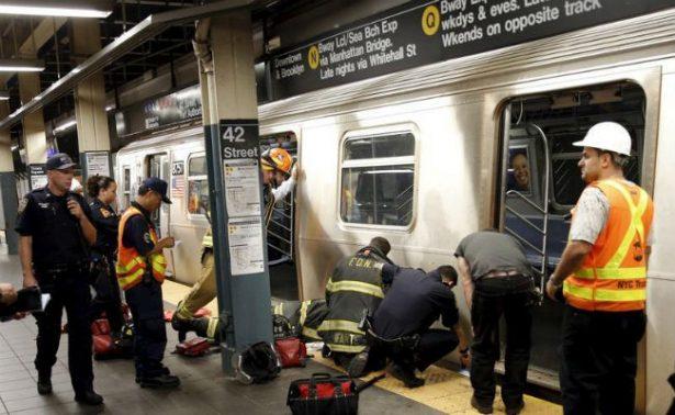 Alcalde de NY propone subir impuestos a ricos para mejorar el metro