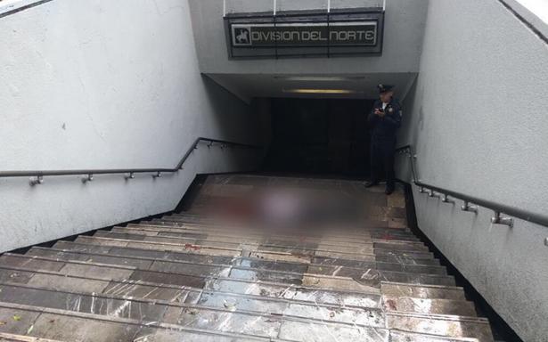 Asesinan a hombre en la entrada del Metro División del Norte