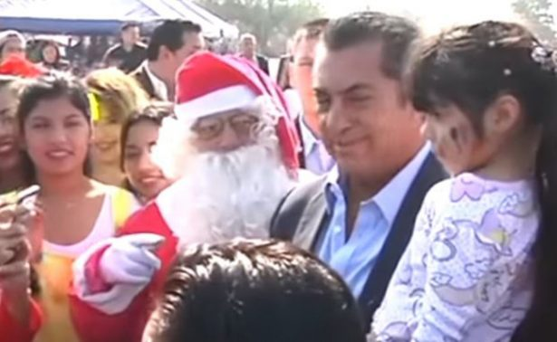 """""""El Bronco"""" revela a niños quién es Santa Claus"""