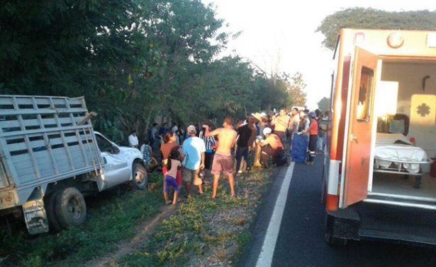 Peregrinos se vuelcan en Oaxaca; hay un muerto