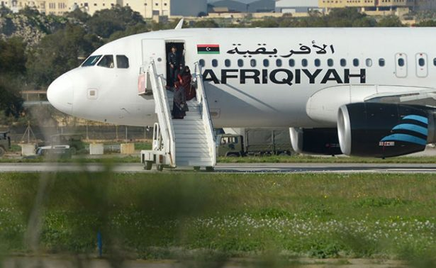 Se entregan secuestradores del avión libio; piden asilo político
