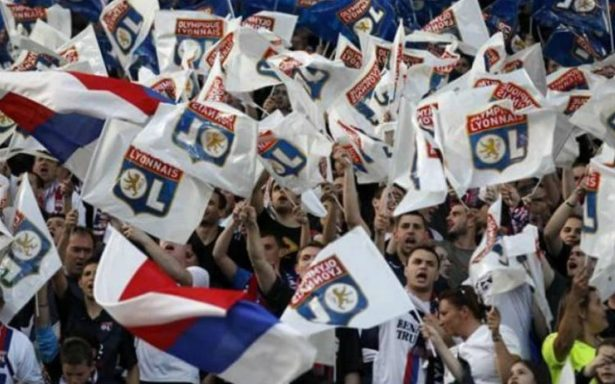 """UEFA abre procedimiento contra el Lyon por """"comportamiento racista"""""""