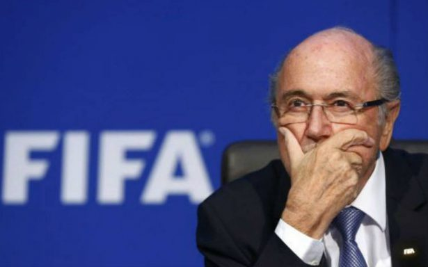 Joseph Blatter busca limpiar su nombre, planea demandar a FIFA
