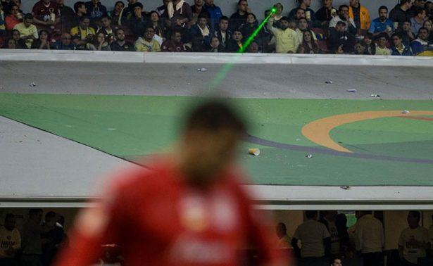 Exhiben al #LordLaser en partido de la final del estadio Azteca