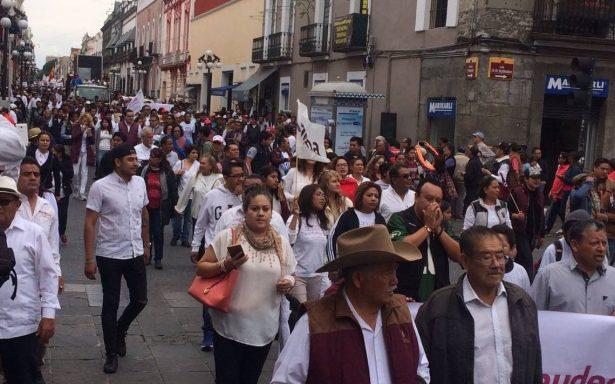 Barbosa y Polevnsky lideran marcha contra presunto fraude electoral en Puebla