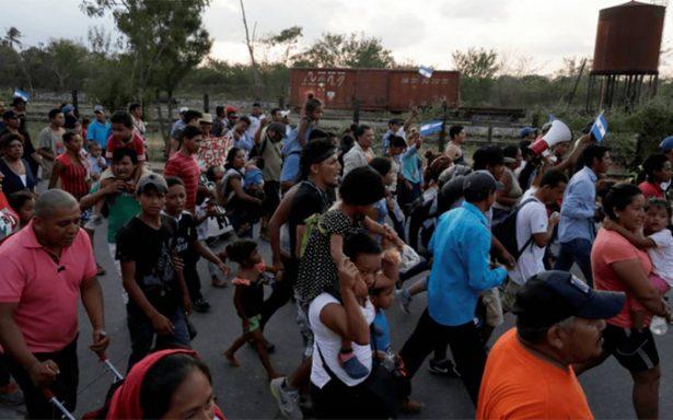 Trump aplaude a México por disolver caravana de migrantes