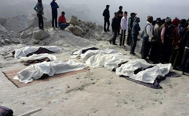 Derrumbe de una mina en India deja 8 muertos y numerosos desaparecidos