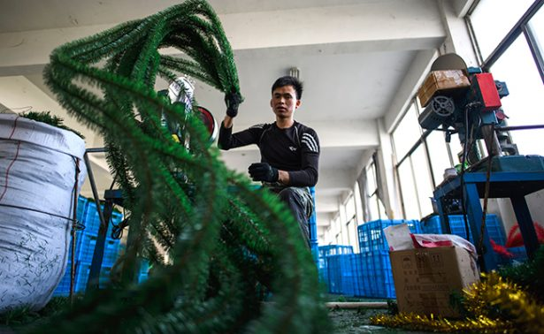 Taller ¡chino! de Santa trabaja a toda máquina