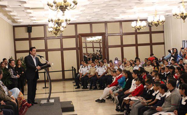 Apoya gobierno de  Jalisco a hijos de militares