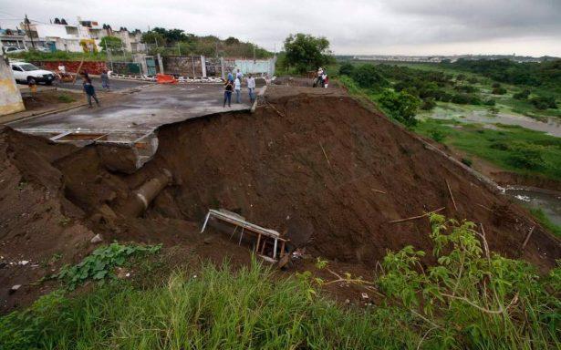 Lluvias dejan daños en Veracruz; se forma nuevo socavón