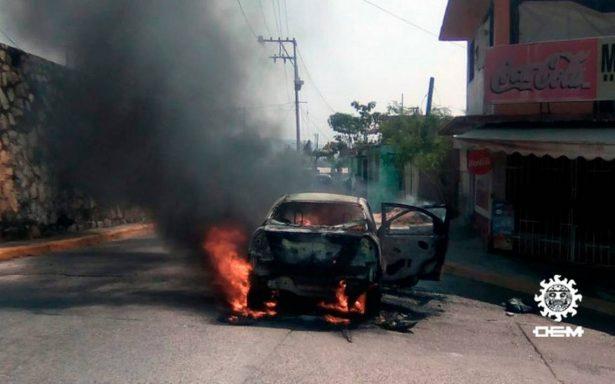 Bomberos sofocan incendios de vehículos en tres puntos de Acapulco